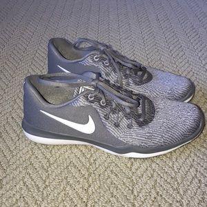 Nike Flex Supreme TR6 Training shoes - size 8